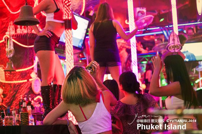Cuộc sống về đêm của các mỹ nữ chuyển giới ở Thái Lan