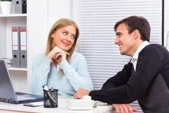 Tại sao đàn ông đã kết hôn vẫn tán tỉnh phụ nữ khác