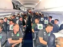 Máy bay chở đội bóng Brazil gặp nạn