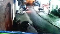 Pha đỗ xe máy khiến dân mạng phải đau đầu tranh luận
