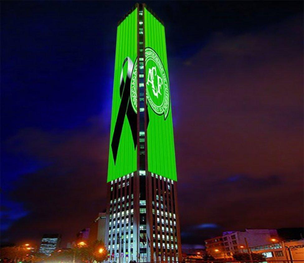 Nhiều biểu tượng trên thế giới đổi màu xanh tưởng nhớ CLB Chapecoense