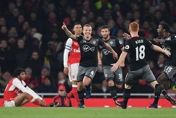 Arsenal bị Southampton đá bay khỏi Cúp Liên đoàn Anh