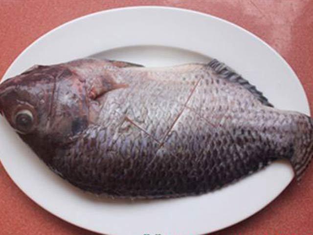 Mẹo rán cá giòn tan 'bất chấp' mọi loại chảo