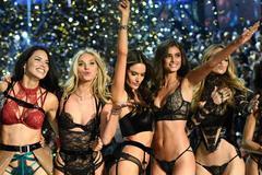 Dàn thiên thần Victoria's Secret khoe đường cong thiêu đốt sàn diễn