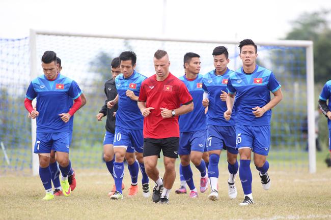 Việt Nam vs Indonesia: Hữu Thắng chuẩn bị đấu Riedl như thế nào?