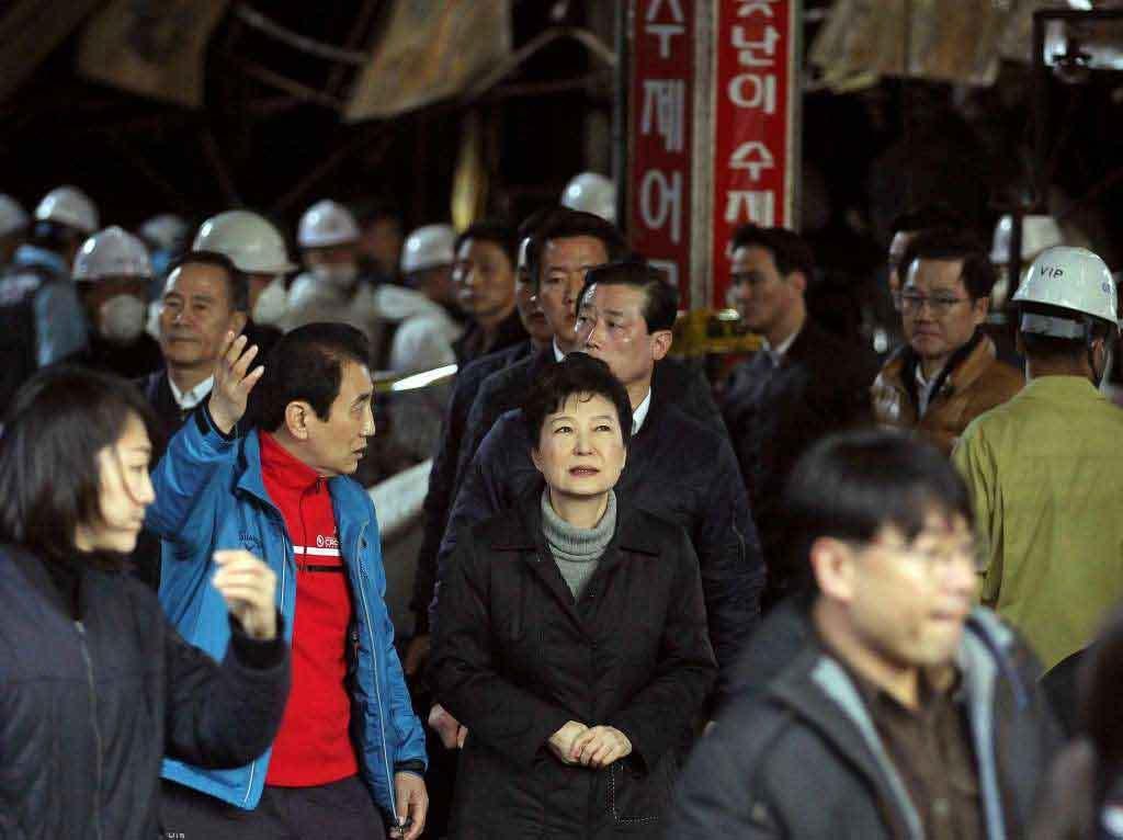 Tổng thống Hàn Quốc bật khóc