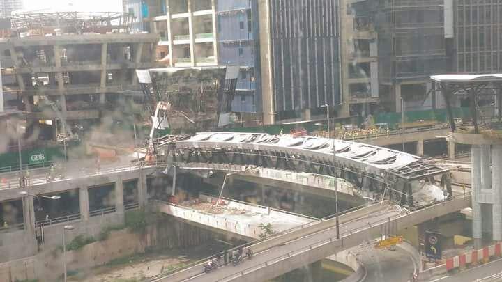 Sập cầu đi bộ, tử vong, công nhân xây dựng, Kuala Lumpur