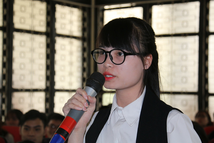 Nữ sinh hỏi lương 2.000 USD: 'Tôi không ảo tưởng sức mạnh'