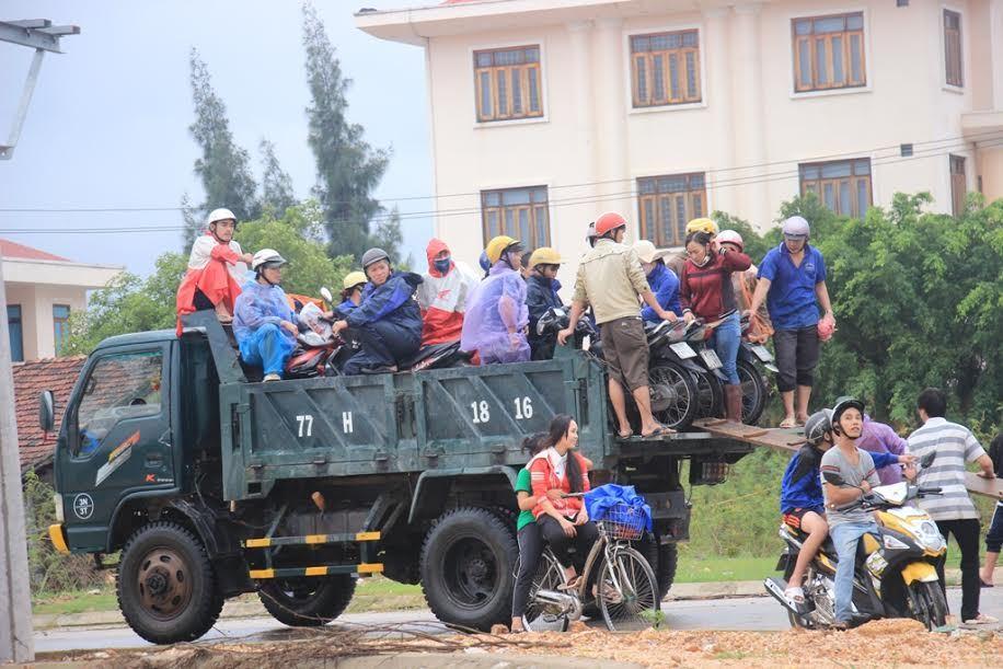 Mưa lũ lớn tấn công Bình Định, đã có 4 người chết - ảnh 2