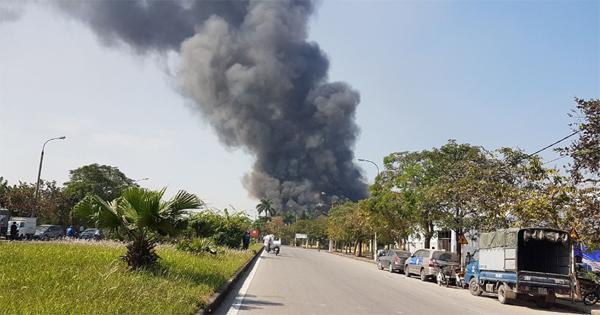 Hà Nội: Cháy lớn ở khu công nghiệp Ngọc Hồi