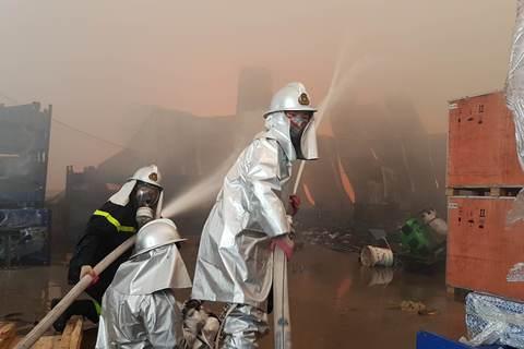 Cháy lớn khu công nghiệp Ngọc Hồi: Do hàn xì - ảnh 1