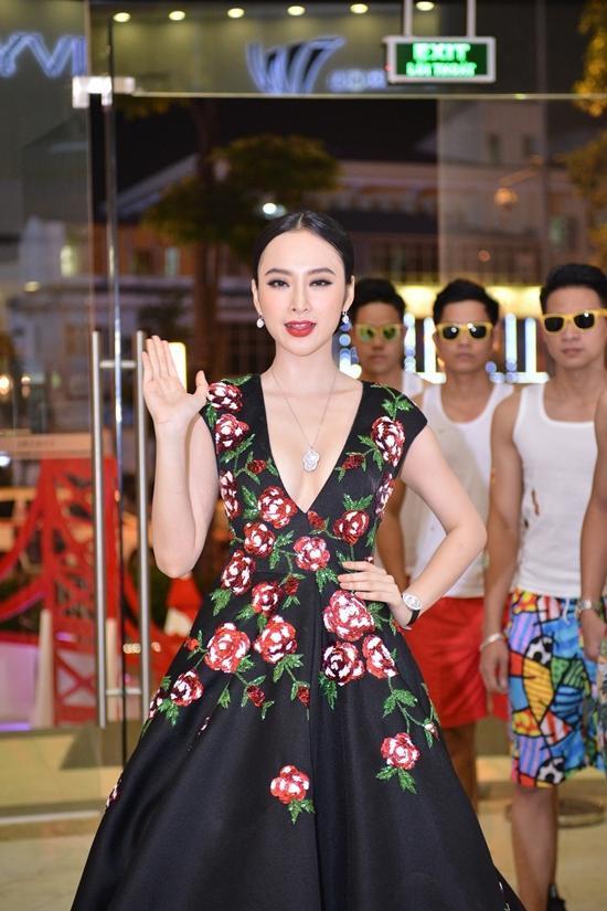 Angela Phương Trinh, thời trang sao, Vệ sĩ tiểu thư và chàng khờ