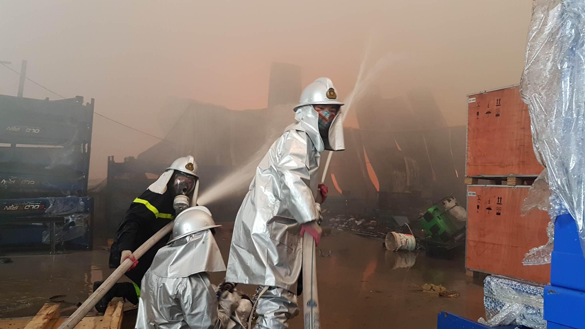 Cháy lớn khu công nghiệp Ngọc Hồi: Do hàn xì - ảnh 2