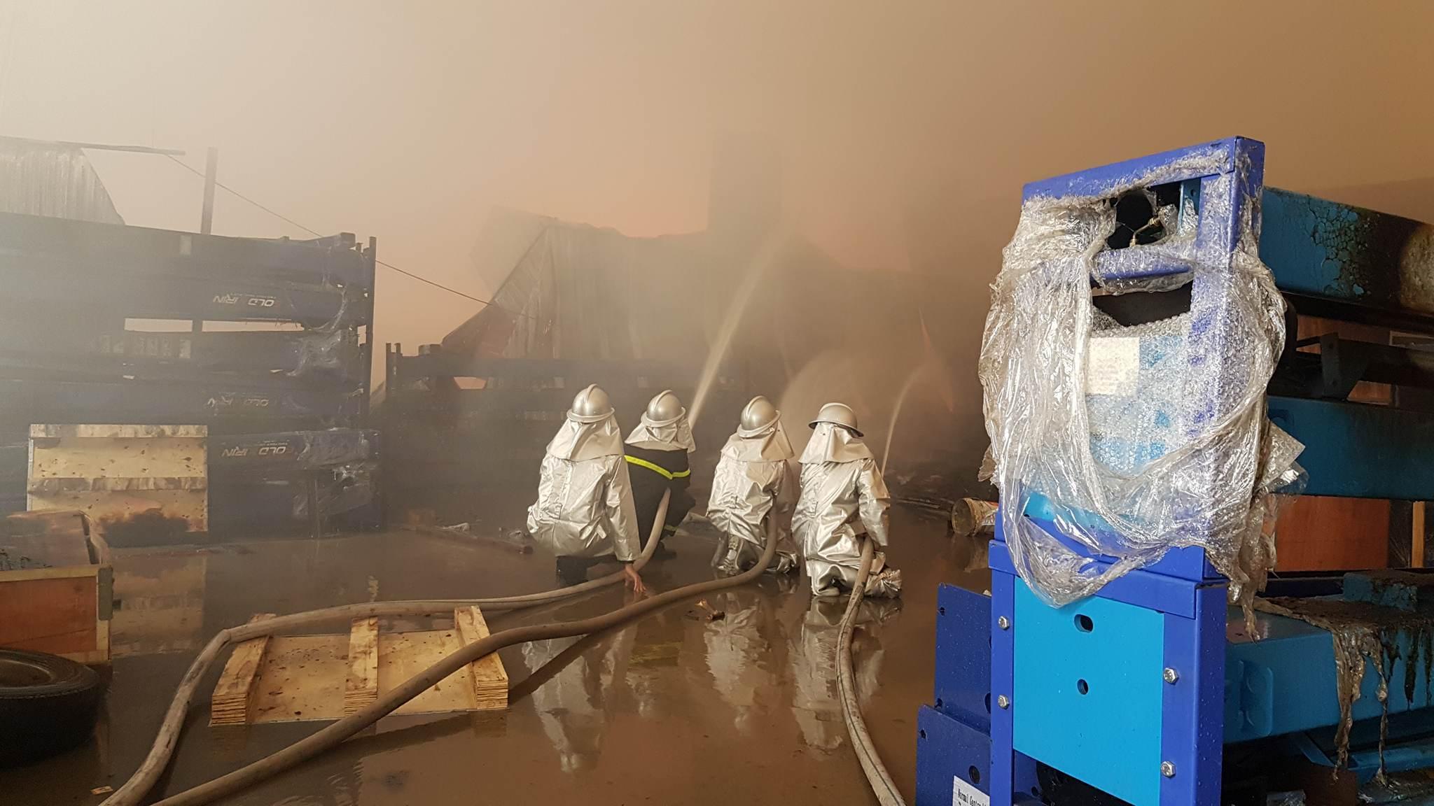 Cháy lớn khu công nghiệp Ngọc Hồi: Do hàn xì - ảnh 6