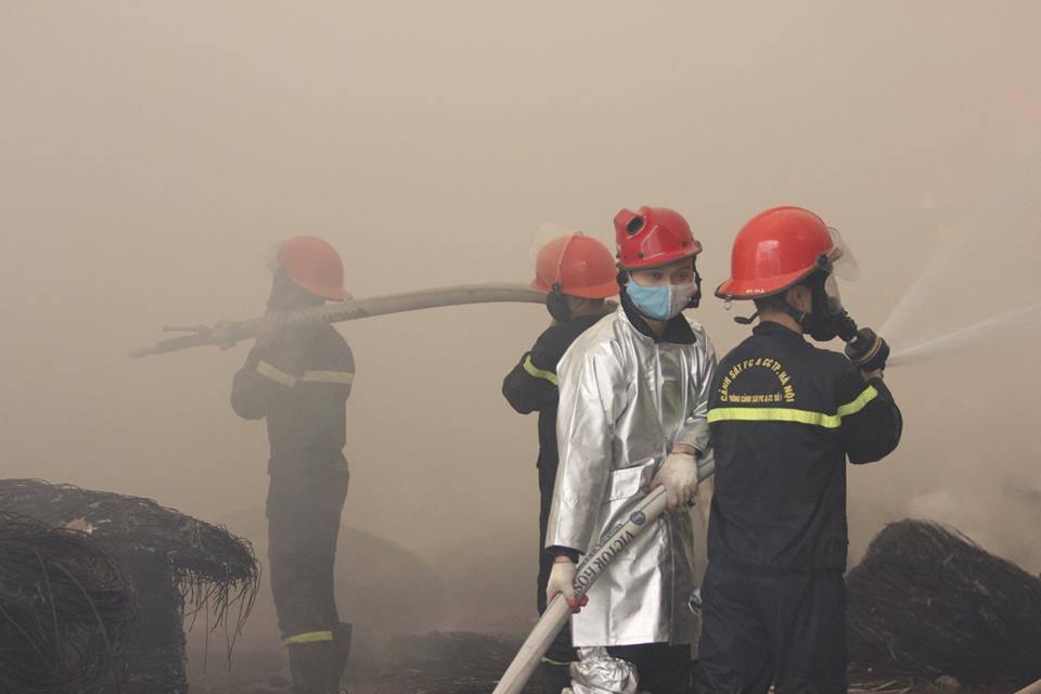 Cháy lớn khu công nghiệp Ngọc Hồi: Do hàn xì - ảnh 4