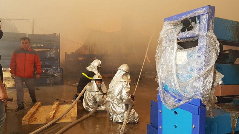 Cháy lớn khu công nghiệp Ngọc Hồi: Do hàn xì - ảnh 8