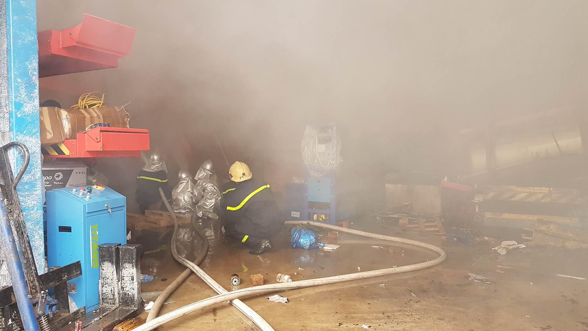 Cháy lớn khu công nghiệp Ngọc Hồi: Do hàn xì - ảnh 9