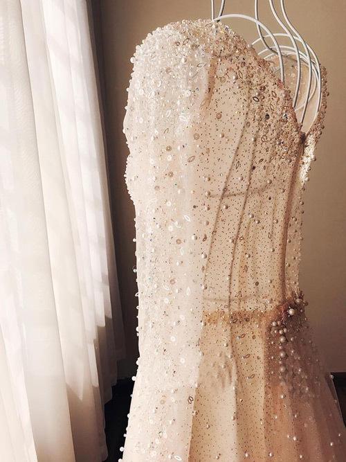 Lóa mắt với váy cưới sang chảnh của MC thời tiết Mai Ngọc