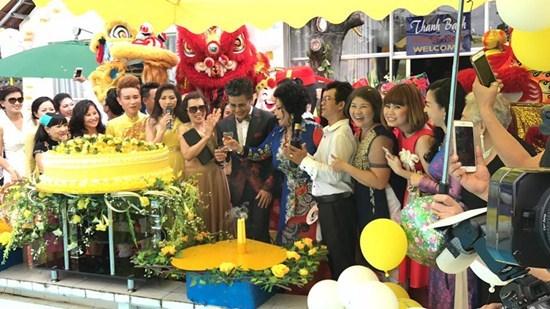 MC Thanh Bạch tổ chức sinh nhật hoành tráng sau đám cưới lần thứ 9