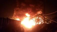 Hà Nội: Cháy dữ dội tại xưởng nhựa làng Trung Văn