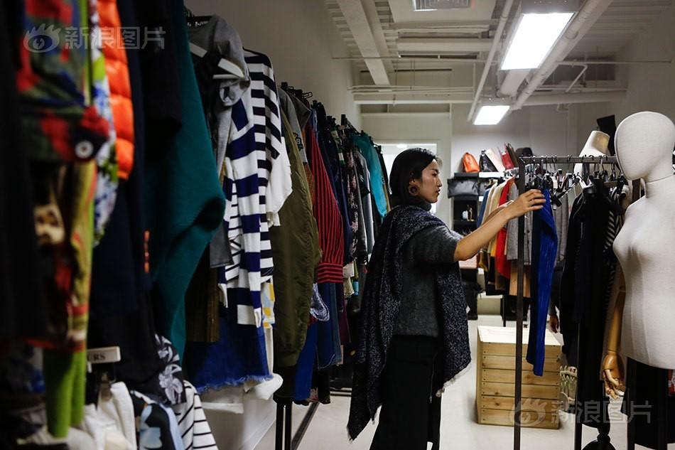 Nghề lạ: Đi khắp thế giới chỉ để mua sắm