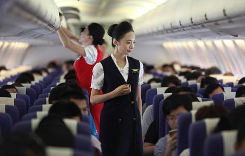 'Soi' dung nhan của nữ tiếp viên hàng không đẹp nhất thế giới