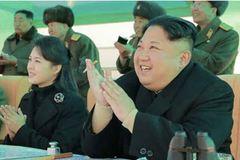 Kim Jong Un cùng vợ xem thi đấu không chiến
