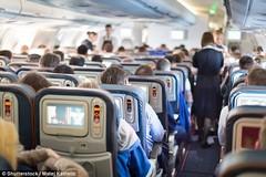 Ngả ghế trên máy bay có bị coi là thô lỗ?