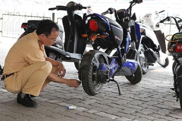 Thủ tục đăng ký xe máy điện khi không có giấy tờ thực hiện ra sao?