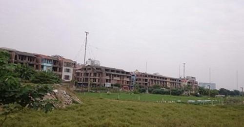 Hà Nội: Găm giữ hàng loạt biệt thự, nhà liền kề rồi... bỏ hoang