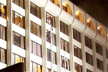 Khách sạn 4 sao cháy dữ dội, thương vong rất lớn