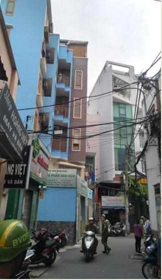 Nổ lớn trong nhà 5 tầng ở Sài Gòn, nhiều người bị thương