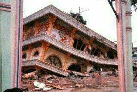 Người chết, hàng chục cao ốc sập vì động đất Indonesia