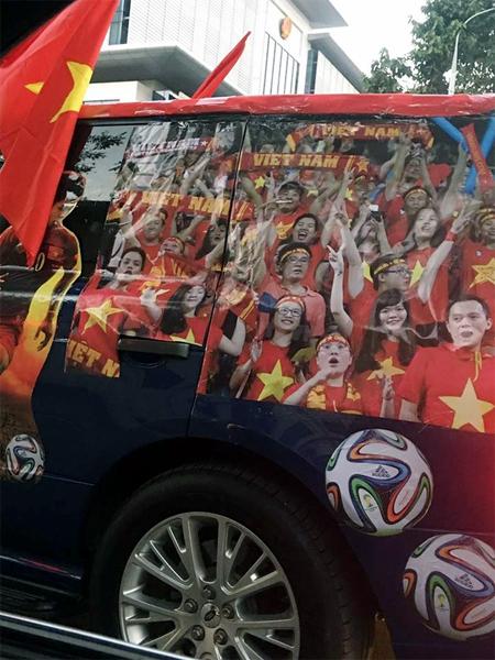 Xôn xao tay chơi Hà thành dùng Range Rover làm xe cổ vũ tuyển Việt Nam