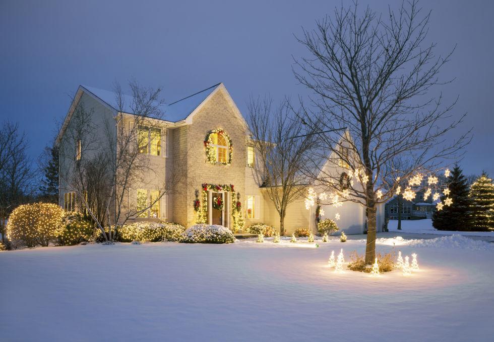 Gợi ý trang trí cửa nhà đơn giản mà đẹp đón Giáng sinh