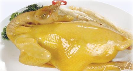 Đây chính là mẹo luộc gà vàng ươm, căng bóng các nhà hàng vẫn giấu bí quyết