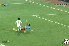Việt Nam thủng lưới trên chấm penalty