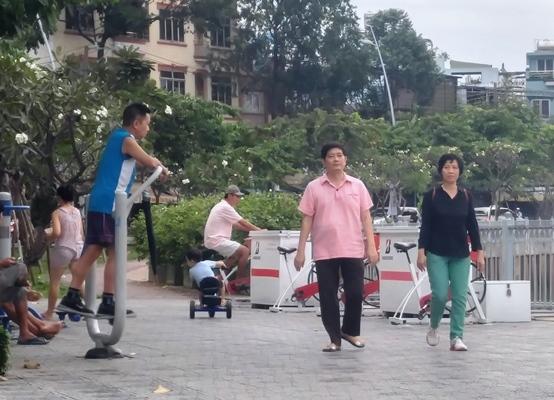 Vì sao người dân 'xả van' thẳng xuống kênh đẹp nhất Sài Gòn?