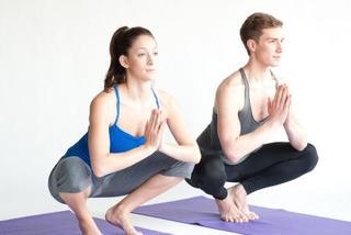 2 động tác yoga giúp giảm đau lưng