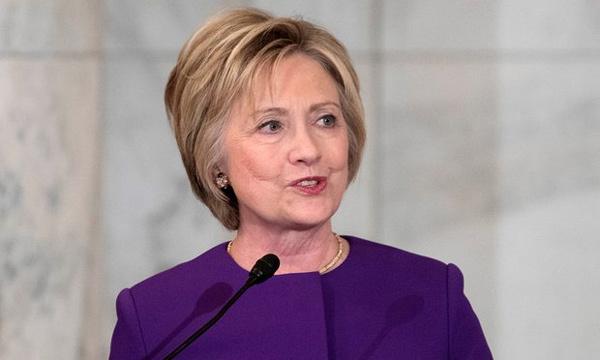 Hillary cảnh báo hiểm họa tin vịt trên mạng