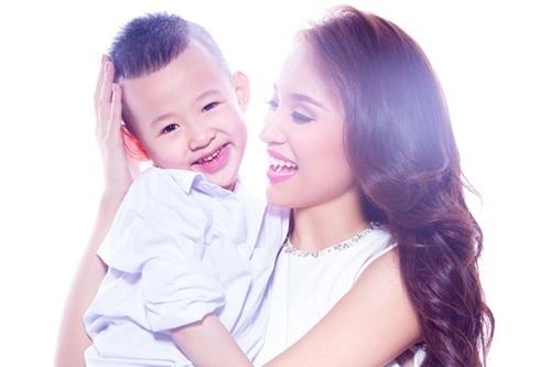 Cảnh nuôi con một mình của MC Thảo Vân, Vân Hugo