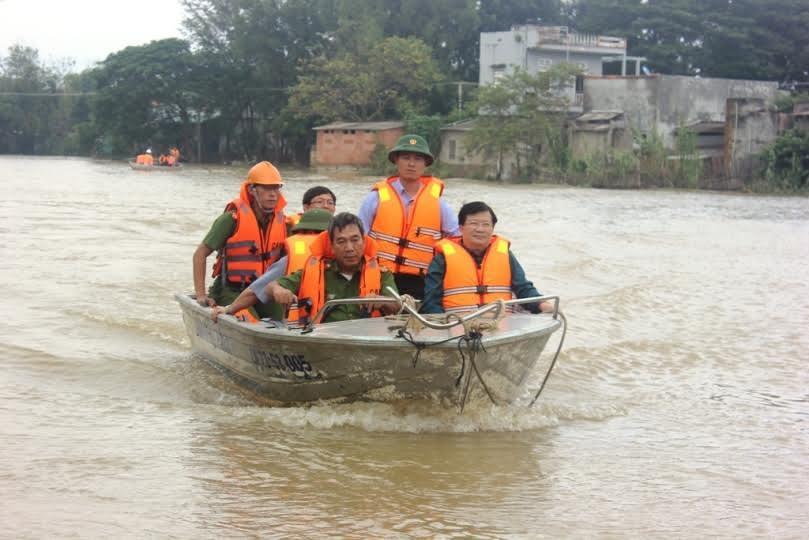 Phó thủ tướng: Không để gia đình nào thiếu đói do mưa lũ