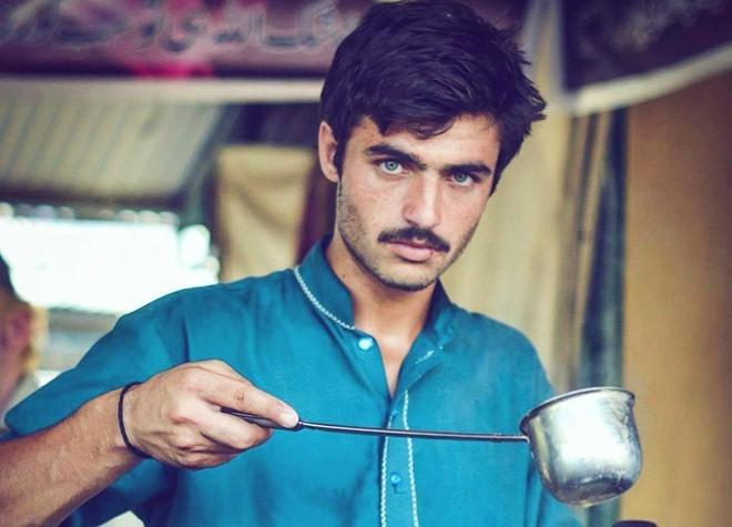 Hot boy bán trà, cô gái ăn xin đổi đời nhờ một bức ảnh