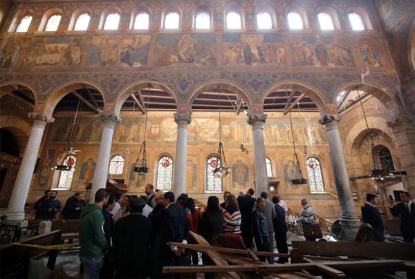 Hình ảnh đau đớn tại hiện trường vụ đánh bom ở thủ đô Ai Cập