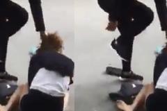 Nữ nhân viên bảo hiểm bị đánh ghen, quỳ xin lỗi giữa phố