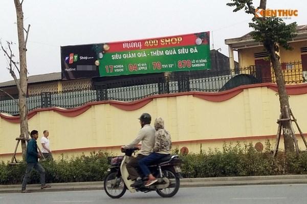 Ảnh: Loạn biển quảng cáo làm nhếch nhác phố kiểu mẫu Hà Nội