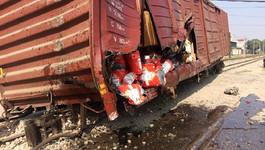Hà Nội: 7 toa tàu hỏa bị trật khỏi đường ray