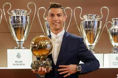 Đánh bại Messi, Ronaldo lần thứ 4 giành Quả bóng Vàng