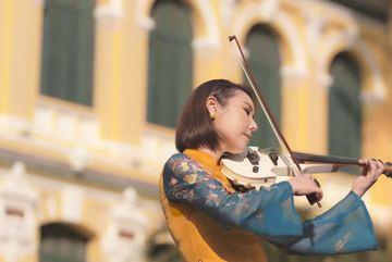 Nghệ sĩ vĩ cầm Hàn Quốc gây bất ngờ với 'Bonjour Việt Nam'
