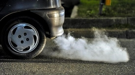 """Mua xe chuẩn Euro 4, chạy nhiên liệu Euro 2, người dùng sẽ """"thiệt"""" gì?"""